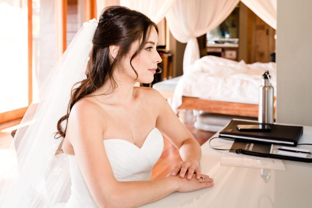 Bride, mirror