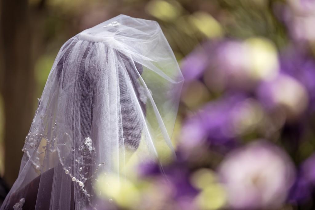 Bride, veil, flowers